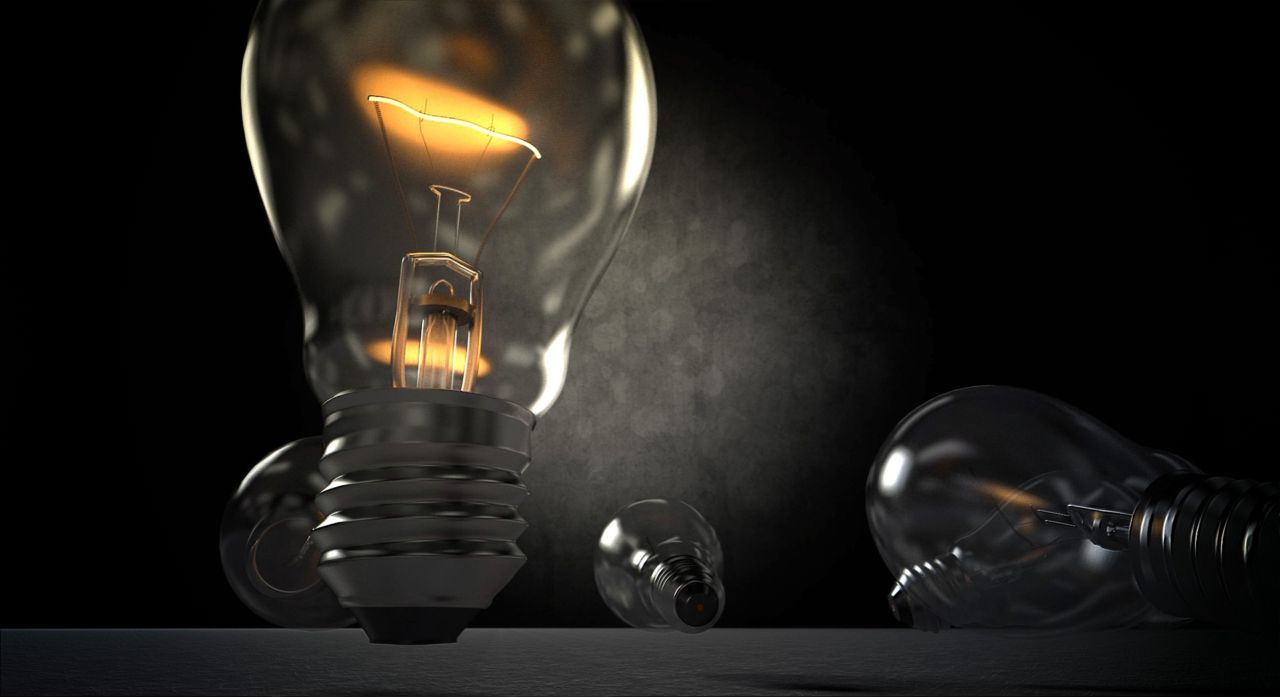 Lâmpada acesa num fundo escuro. Ao fundo, outras lâmpadas apagadas.