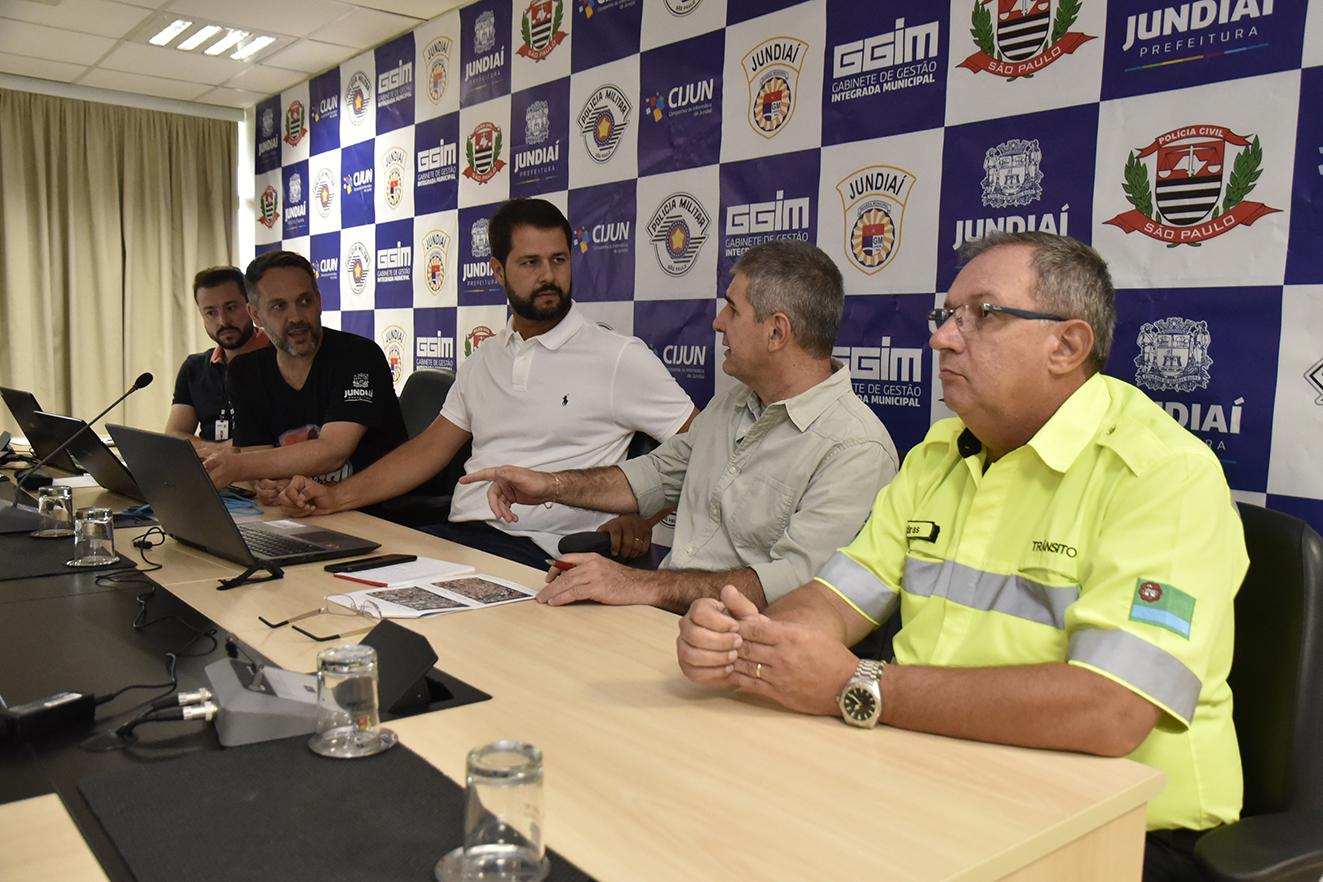 Luiz Fernando conversa com assessor especial do GGIM, Aloysio Queiroz