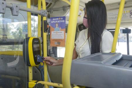Cartões de todas as bandeiras com tecnologia por aproximação podem ser usados diretamente nos ônibus para pagamento da tarifa