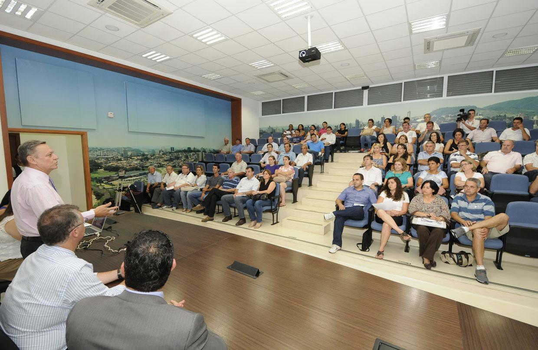 A reunião de alinhamento aconteceu no auditório da Prefeitura