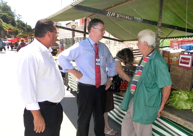 Brunholi ouviu também pedidos e sugestões dos feirantes
