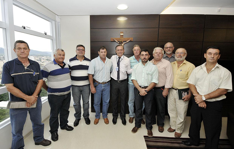 Romeiros com o prefeito Pedro Bigardi: evento tradicional da cidade