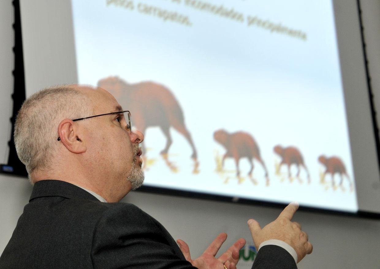 Gramonelli orientou moradores sobre ações da Diretoria de Meio Ambiente