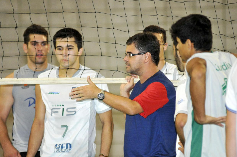 Marcelo Pimentel é o comandante da equipe campeã