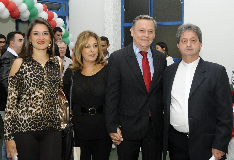 Padre Carlos recepciona Pedro Bigardi, a primeira-dama Margarete e Patrícia