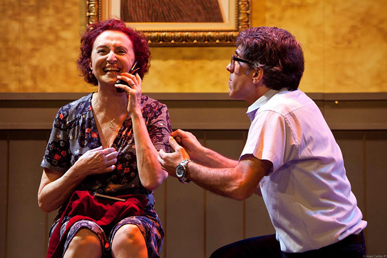 Os atores Ana Lúcia Torre e Kiko Marques interpretam mãe e filho na peça