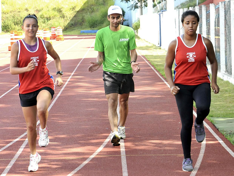 Robson Mian, entre Ana Luisa e Mayara, revelações da equipe