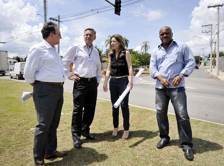 Prefeito Pedro Bigardi foi até o local para avaliar alternativas para o bairro
