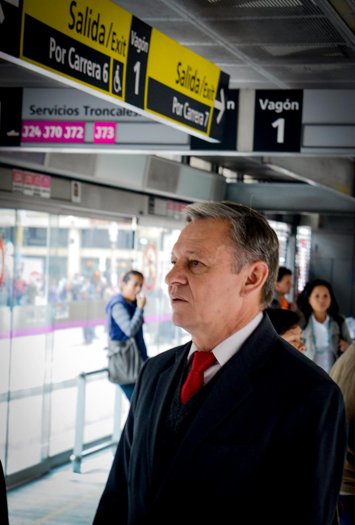 Prefeito conhece sistema na Colômbia que é refência internacional