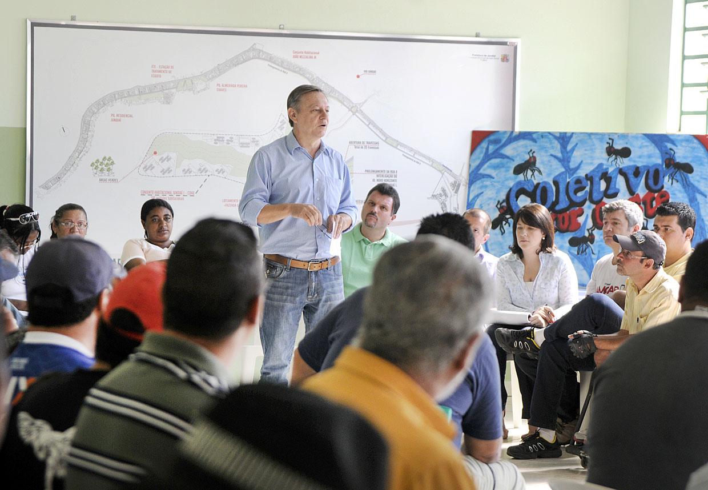 Prefeito explica aos moradores as próximas ações no Vetor Oeste