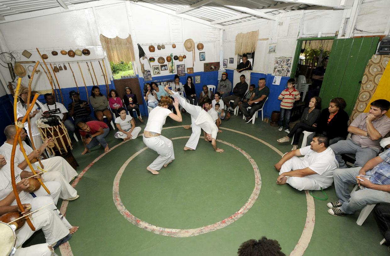 Roda de capoeira: integrando a comunidade