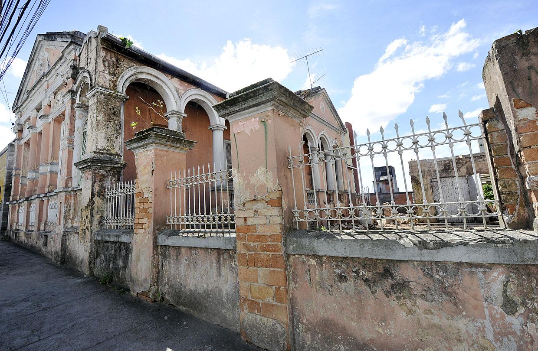 """Demolição do casarão, conhecido como """"casa rosa"""", está suspensa"""