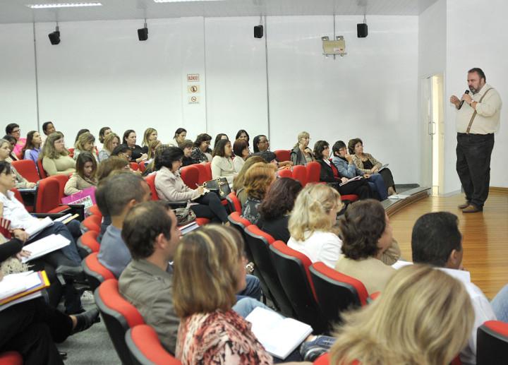 """Durval Orlato recebe servidores para o """"Papo Escola"""""""