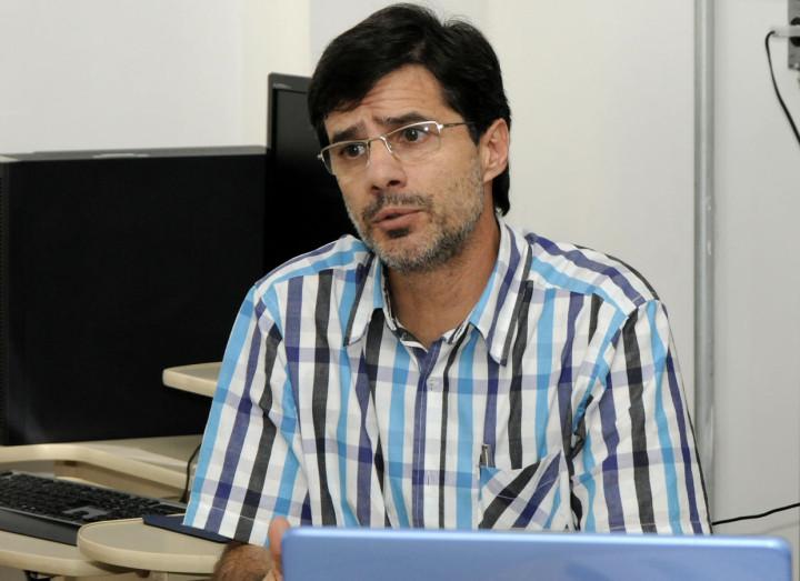 O professor José Renato Polli coordena os trabalhos