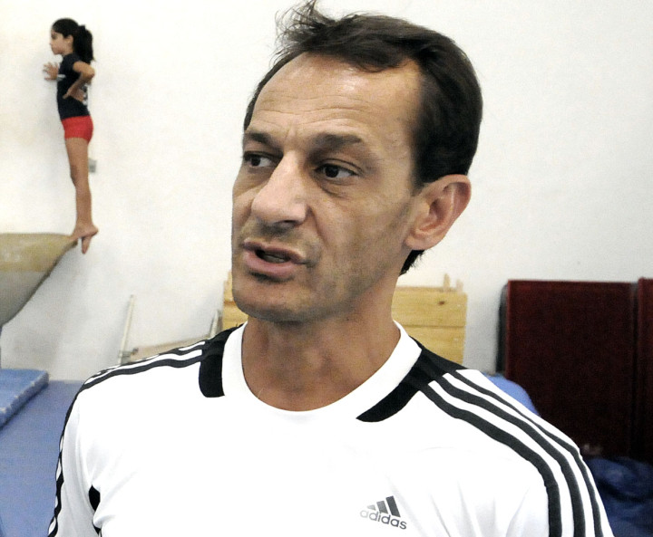 Marco Antonio Fernandes, o Pirica, comanda a equipe feminina da ginástica