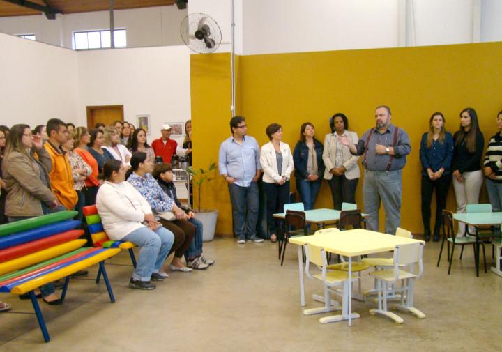Secretário Durval Orlato recebe os pais de alunos do NAA