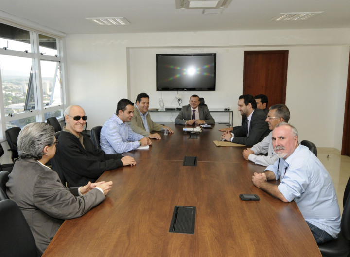 José Carlos Pires recebeu os parlamentares para falar sobre a universidade federal
