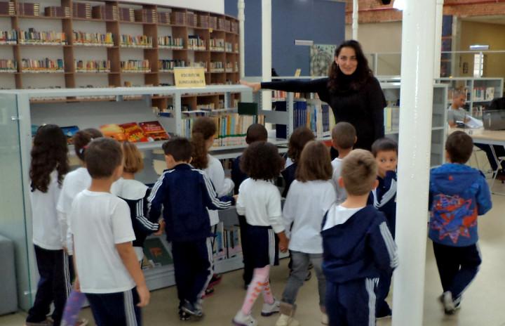 Visitas à biblioteca podem ser marcadas pelas escolas