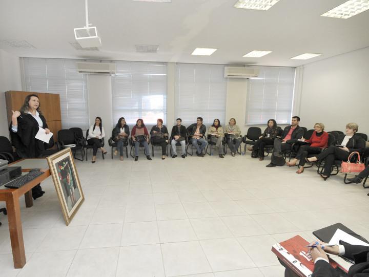 A presidente Cláudia Honório abriu a reunião de trabalho