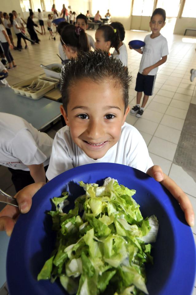 Merenda com comida fresca e alto valor nutricional para as crianças