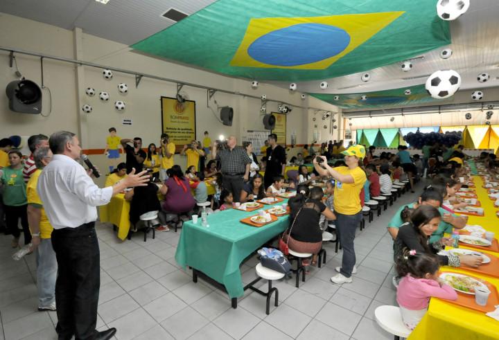 O salão do Bom Prato recebeu uma decoração com muito verde e amarelo