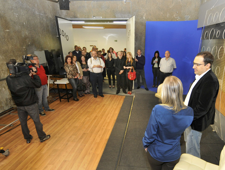 Convidados conhecem o estúdio onde será produzido o Redação TVE