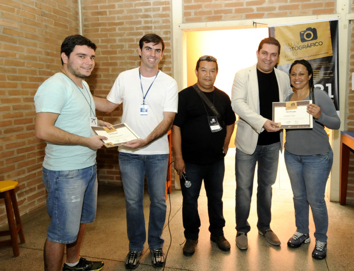 Secretários e o fotógrafo Júlio Montheiro parabenizam participantes