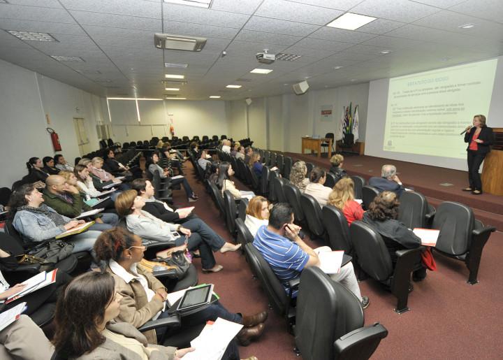 O auditório do Ciesp ficou repleto com o evento de instituições para idosos