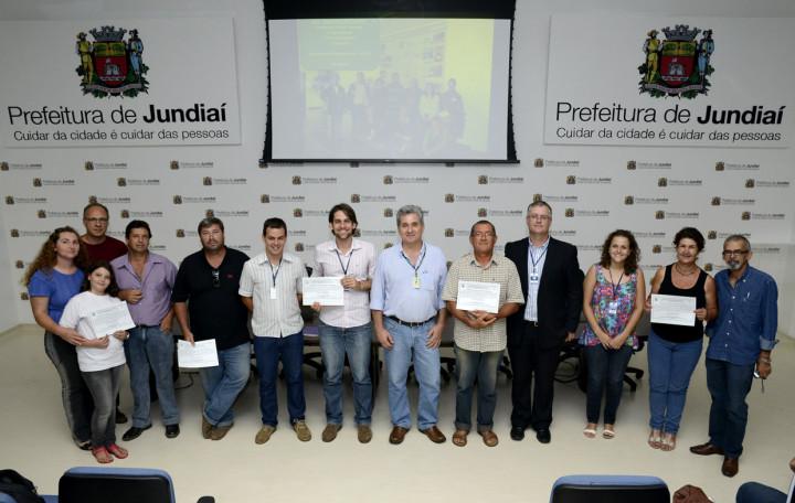 Marcelo Laurino, do Ministério, entrega declaração