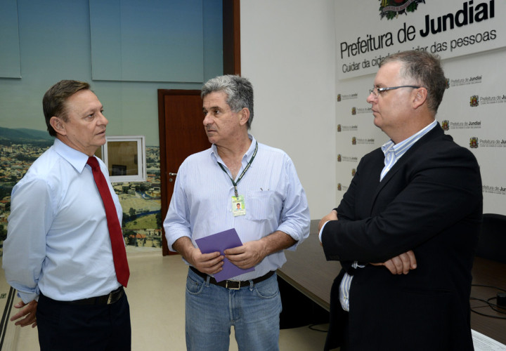 Prefeito Pedro Bigardi prestigia entrega