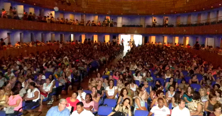 Plenária reuniu quase 2 mil servidores da rede municipal