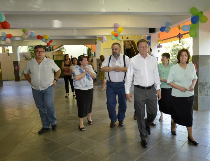 As irmãs vicentinas acompanharam o prefeito pelas instalações do Centro