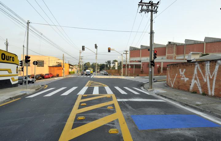 Nova sinalização conta com três semáforos