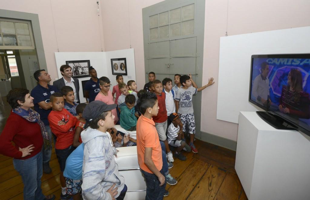Programa Jundiaí levou crianças para acompanhar exposição no Solar do Barão