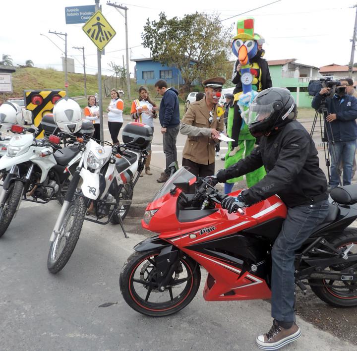 Motociclistas receberam orientação sobre segurança no trânsito