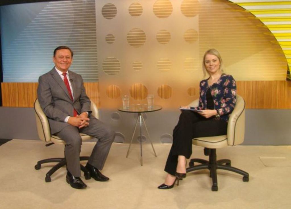 Beatriz Casadei e o prefeito Pedro Bigardi em entrevista para o Redação TVE