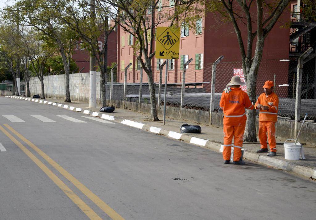 As calçadas estão sendo pintadas: cara nova nos bairros