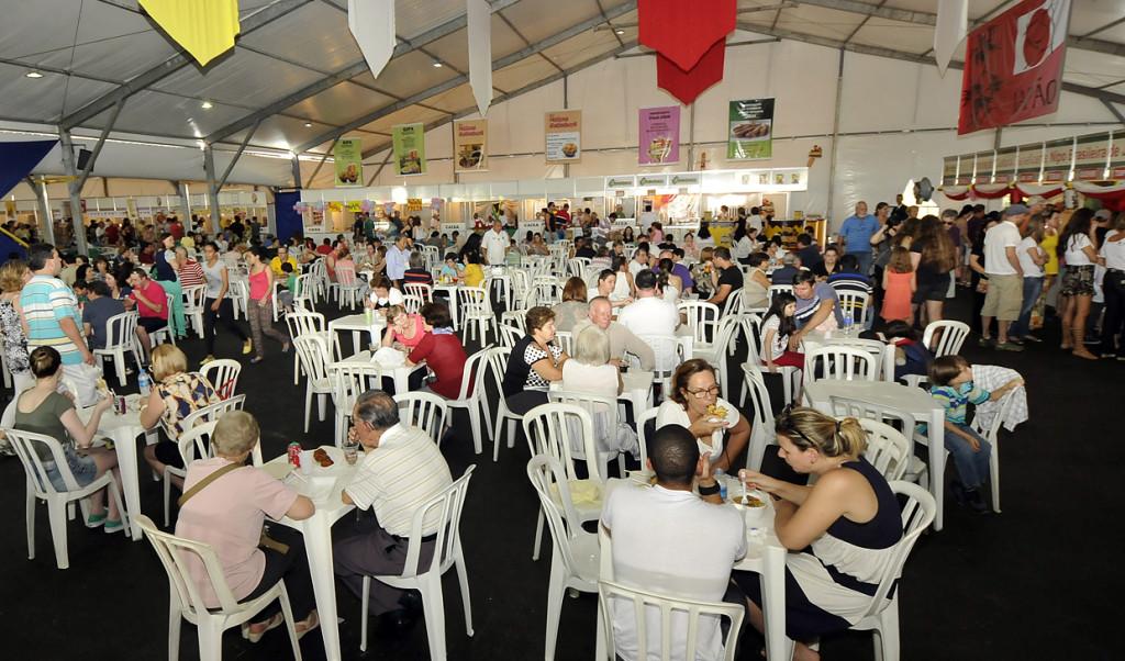 Público prestigiou os shows e se deliciou na praça de alimentação
