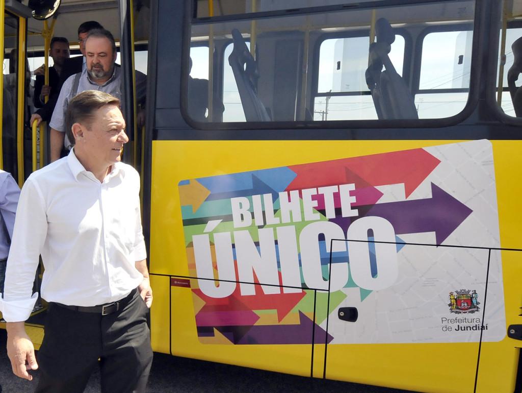 Prefeito foi acompanhado por secretários, dentre eles, o vice- Prefeito Durval Orlato, no trajeto do ônibus