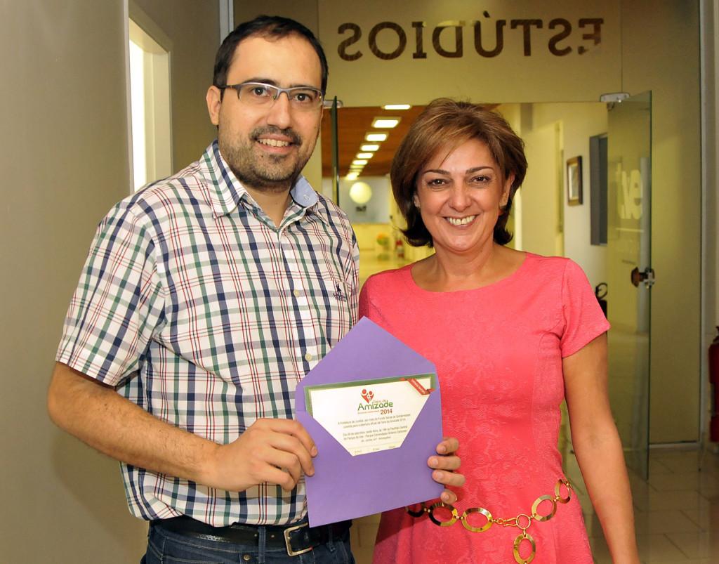 Primeira-dama entrega convite para o superintendente da TVE,Thiago Godinho