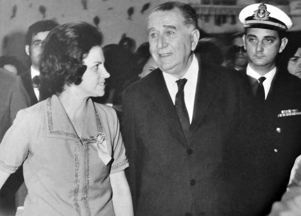 Mercedes ao lado do então presidente Médici,  em 1971