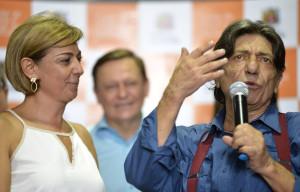 Emoção: Margarete, Pedro Bigardi e Picoco durante a solenidade