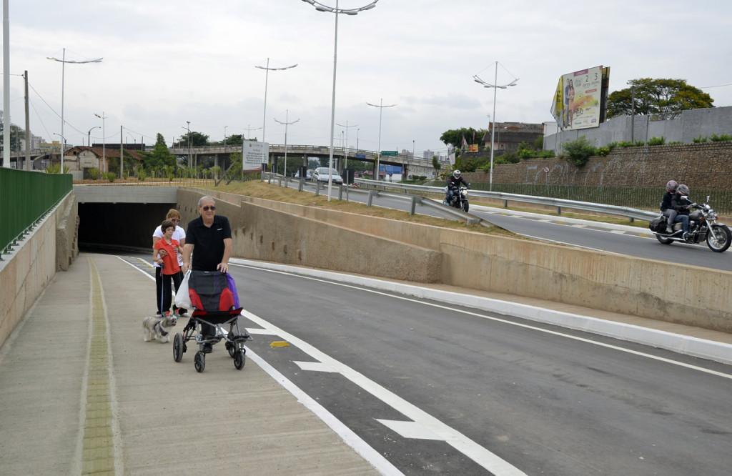 Túnel também conta com calçada para pedestres