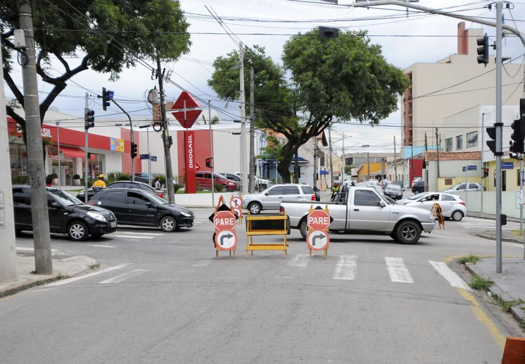 Agentes de trânsito dão suporte as interdições