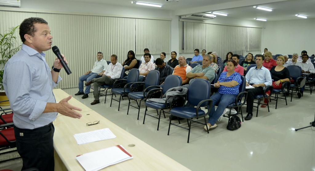 Reunião com associações, consegs e lideranças de bairro