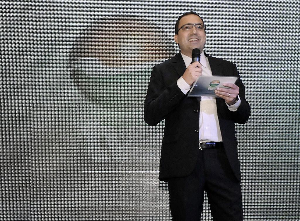 O superintendente da TVE, Thiago Godinho, comemora os números