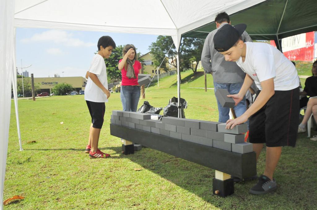 Estudantes receberam introdução ao tijolo e seu papel na história da paisagem da cidade e do mundo