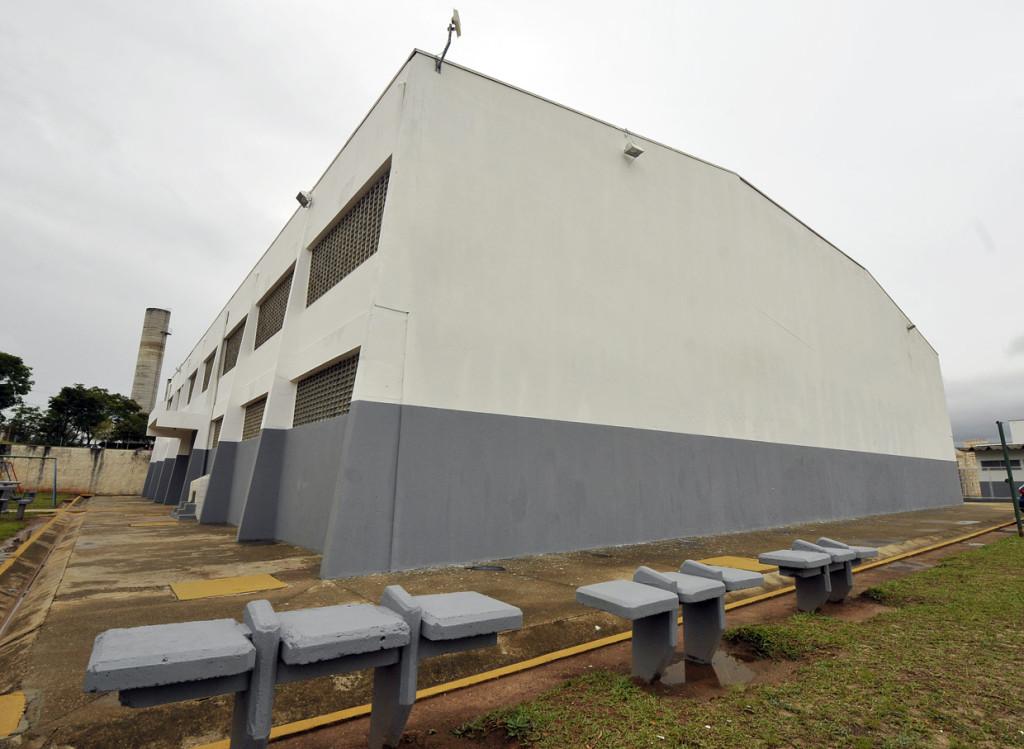 Ginásio do centro esportivo recebeu pintura externa
