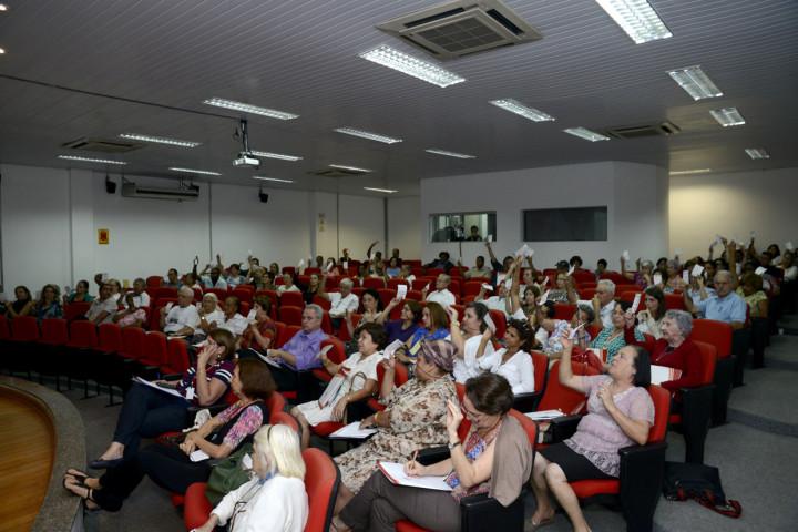 Participantes votam as propostas que serão destinadas à Conferência Estadual