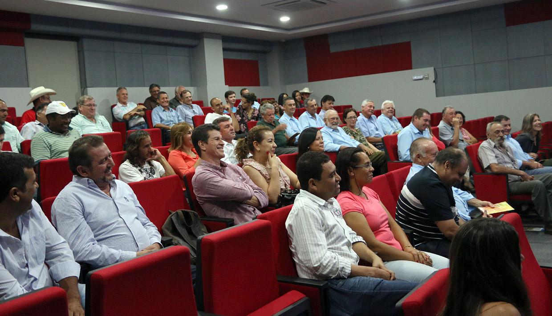 Romeiros assistiram à primeira exibição do documentário no Sindicato dos Metalúrgicos